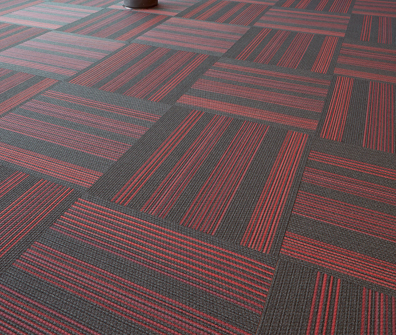 News kinetex wins product innovation award at neocon j for Award flooring